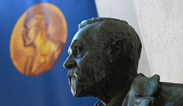 Murakami, Atwood, Ernox ... Who are the recipients of the Nobel Prize for Literature?