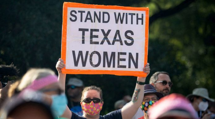 Federal judge suspends abortion law