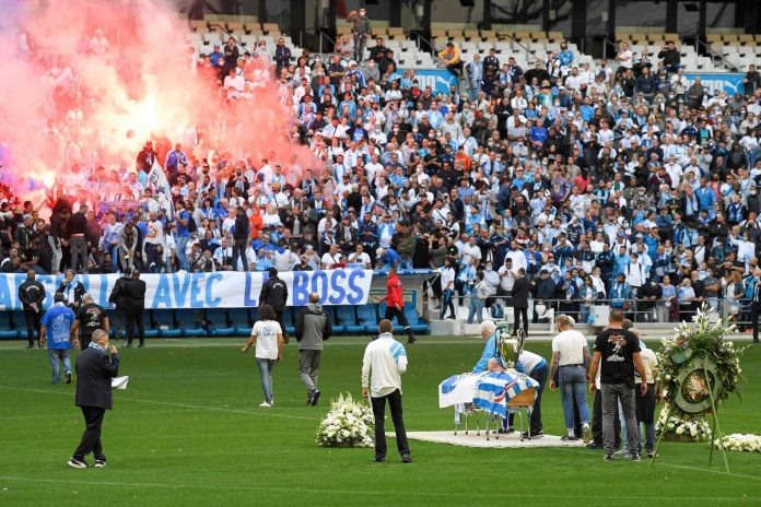 In the Vélodrome, OM supporters' last farewell to