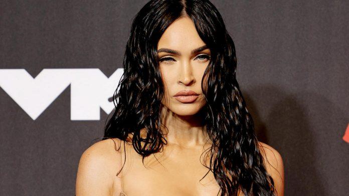 Megan Fox surprises fans with a weird look: