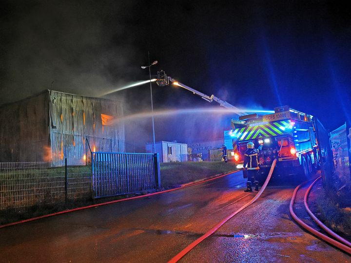 The fire broke out at 7.15pm in one of the nine warehouses of the Borgon Recycling Company in Longwick (Cote d'Or) on Tuesday, October 5, 2021. & nbsp;  (Thomas Ng Gaylan / Fran ப்ois Burgundy)